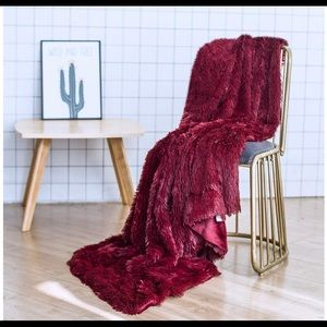 Red Faux Fur Soft Blanket 50x60 Brand New